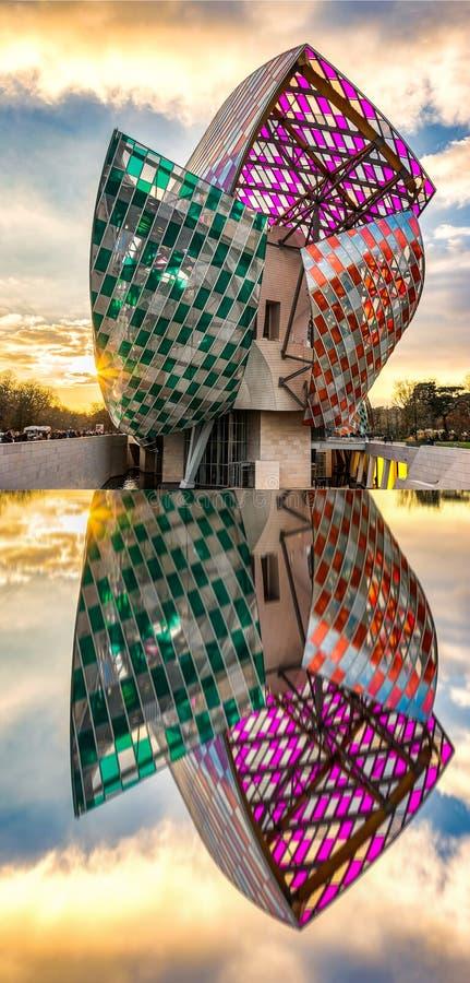 Louis Vuitton Foundation al tramonto fotografia stock libera da diritti
