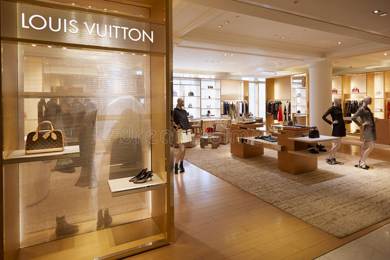 https://thumbs.dreamstime.com/b/louis-vuitton-shop-selfridges-department-store-interior-london-august-august-one-most-famous-63844416.jpg