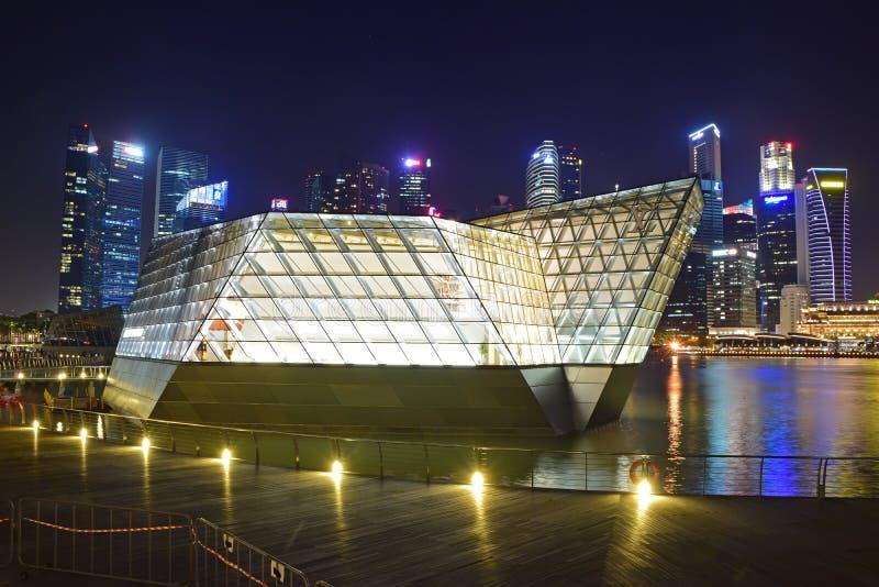 Louis Vuitton sklep mieścący w spektakularnym Krystalicznym pawilonie unosi się na nawadnia Marina zatoka zdjęcia stock