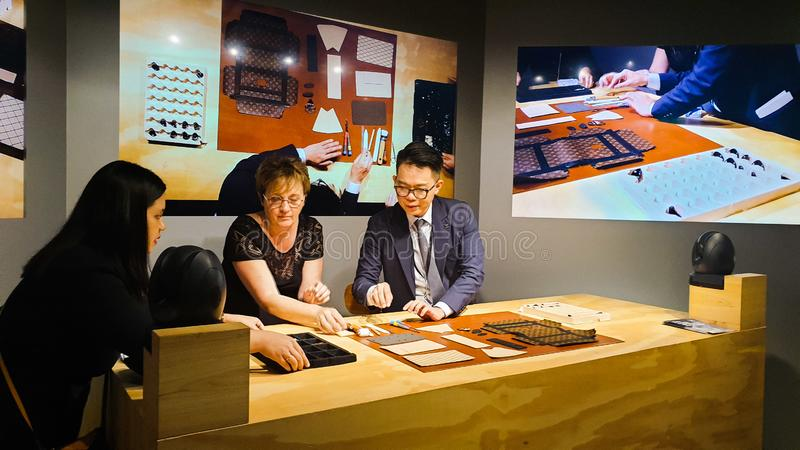 Louis Vuitton Time Capsule Exhibition ha tenuto nella torre gemella di Suria KLCC immagine stock