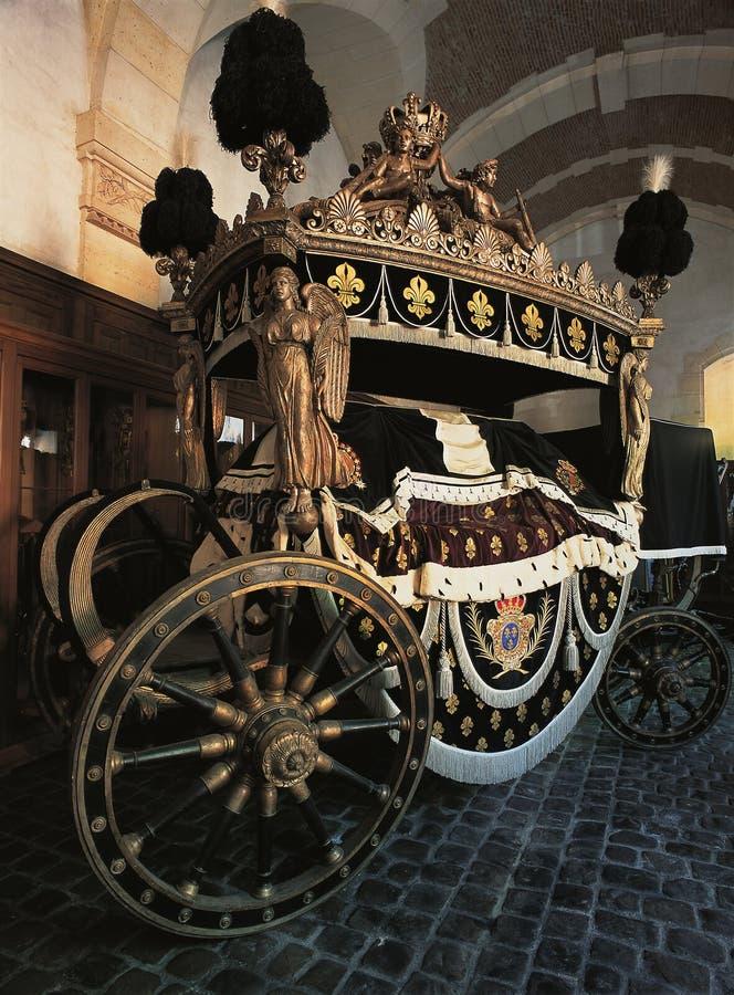 Louis XV begravningvagn på den Versailles slotten royaltyfria foton