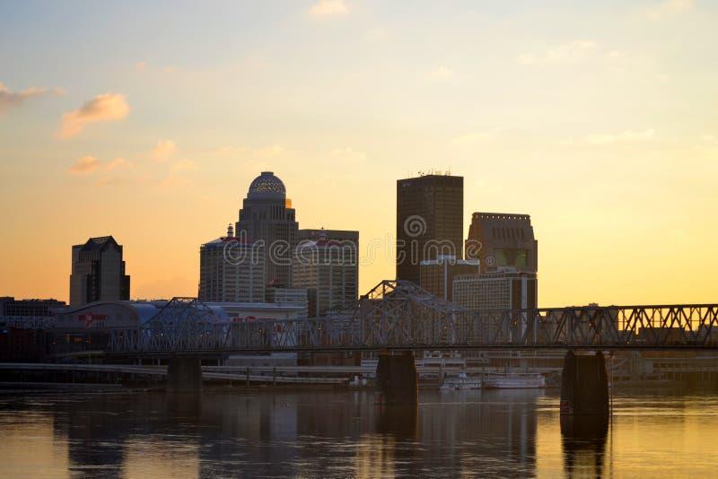 Louisville, Kentucky en la puesta del sol imágenes de archivo libres de regalías