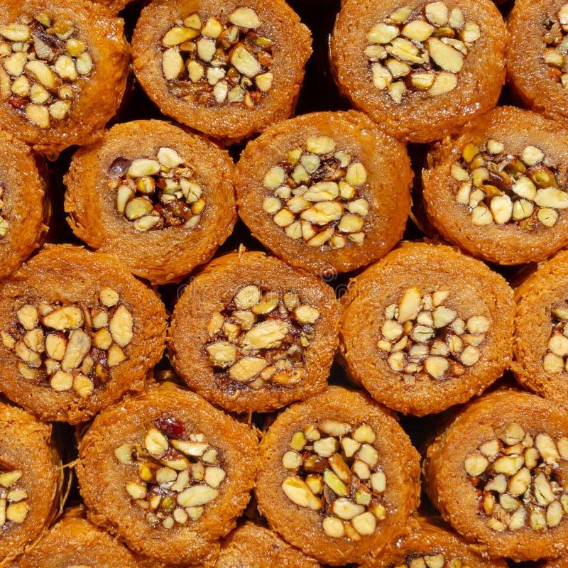 Loukoum, petisco muito doce do mel e porcas fotos de stock royalty free