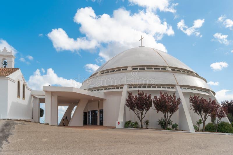 LOULE PORTUGAL - CIRCA MAJ 2018: Kyrkan av Santuario de Nr. royaltyfri fotografi
