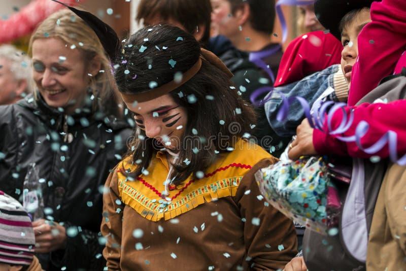 LOULE, PORTUGAL - FEBRERO DE 2017: Desfile colorido del carnaval (Carnaval) fotografía de archivo