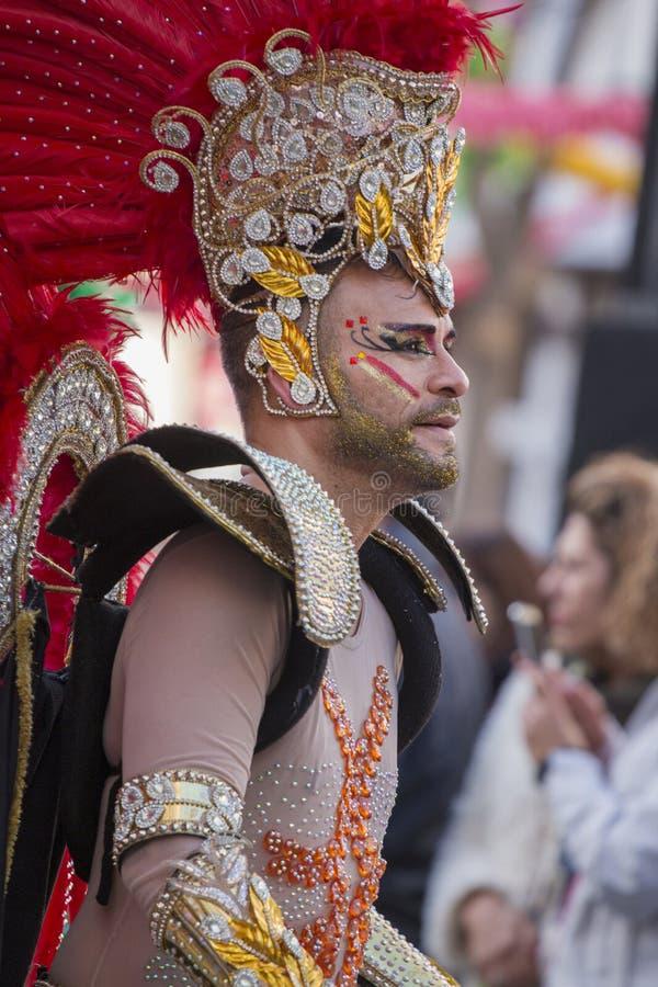 LOULE PORTUGAL - FEBRUARI 2018: Den färgrika karnevalet (Carnaval) ståtar fotografering för bildbyråer