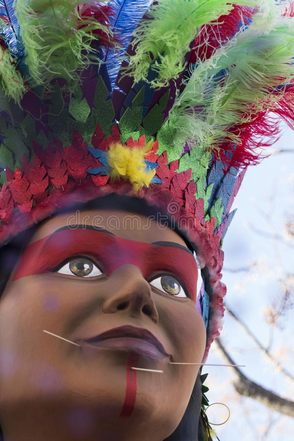 LOULE PORTUGAL - FEBRUARI 2018: Den färgrika karnevalet (Carnaval) ståtar royaltyfri foto