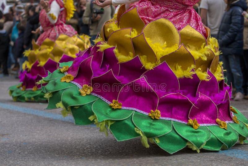 LOULE PORTUGAL - FEBRUARI 2018: Den färgrika karnevalet (Carnaval) ståtar royaltyfri bild