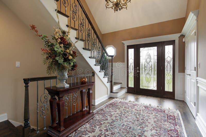 Lounge met leaded glasdeuren stock afbeelding