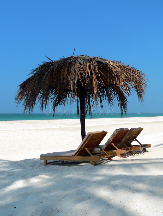Loungers da praia de Ngpali fotografia de stock royalty free