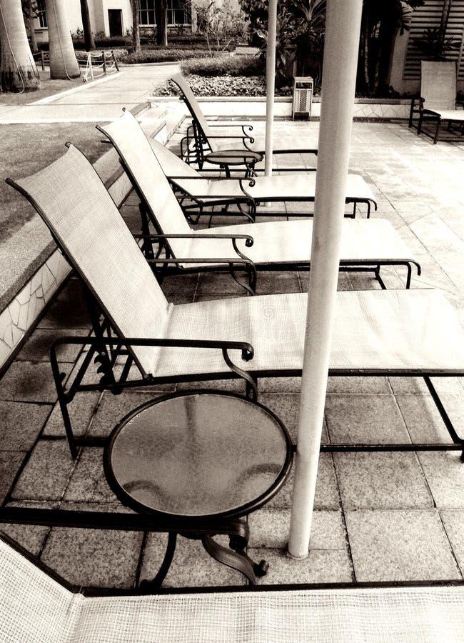 loungers poolside monochromu obraz royalty free