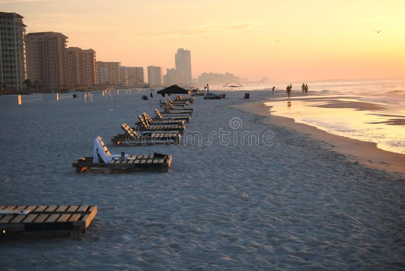 Lounging на пляже стоковое изображение