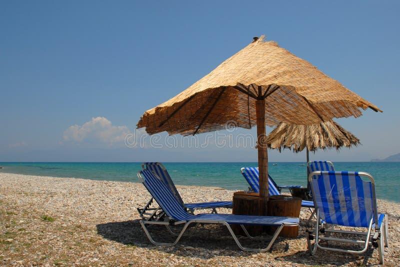 Lounging op het strand royalty-vrije stock foto