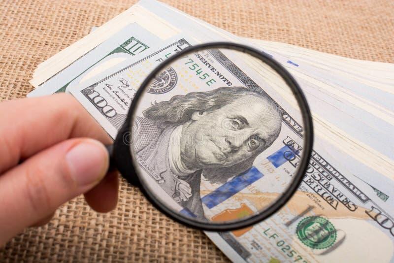 Download Loupe Au-dessus Du Paquet De Billet De Banque Du Dollar US Image stock - Image du cash, paquet: 87702441