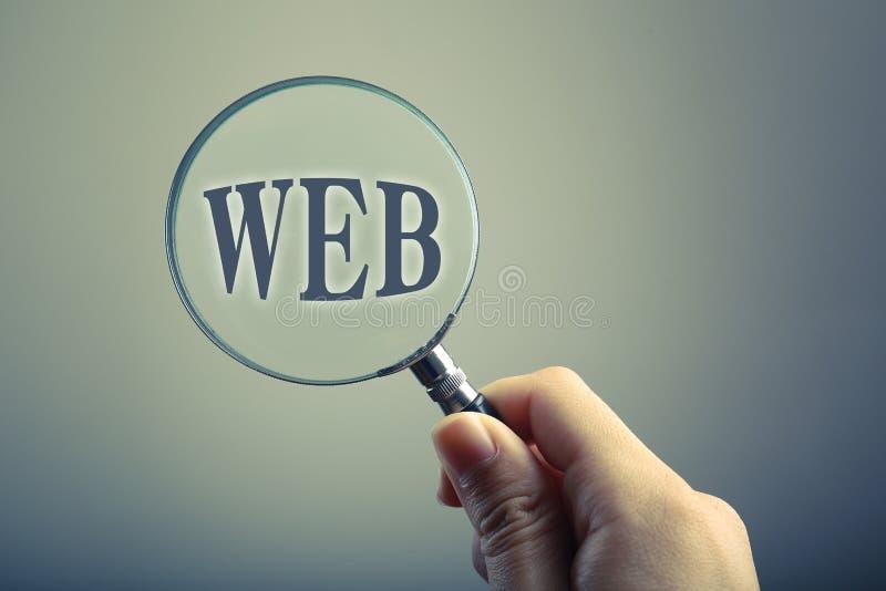Loupe avec le WEB des textes images stock