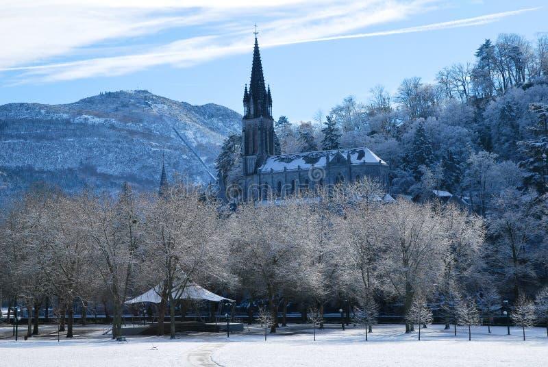 Lourdes durante l'inverno fotografia stock libera da diritti