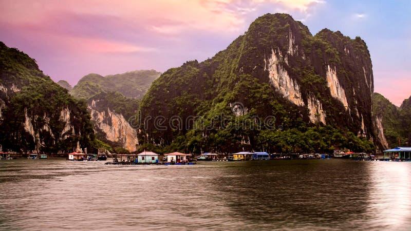 Louro de Halong em Vietnam fotos de stock