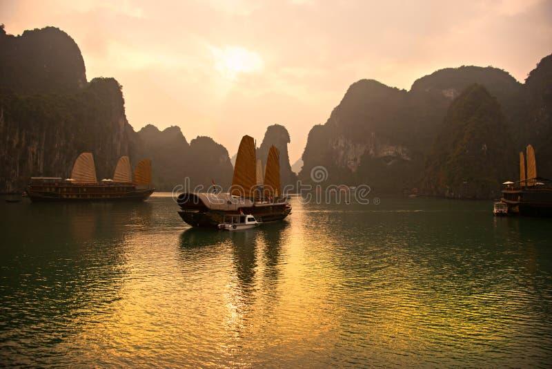 Louro de Halong, Vietnam. Local do património mundial do Unesco. fotos de stock
