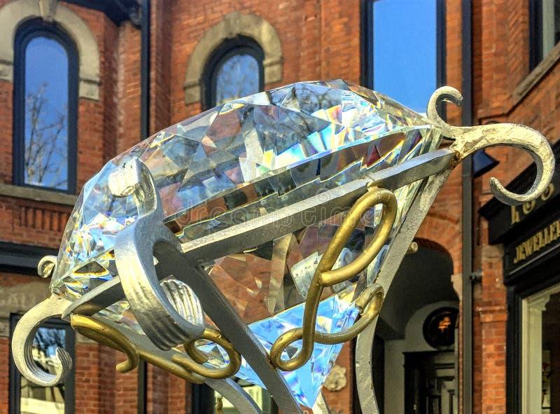 Louro en Zonen de Juweliers slaan voorzijde met overmaatse ringssteen op royalty-vrije stock afbeelding
