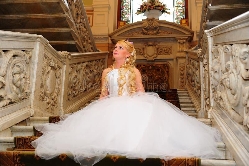 Louro encantador da noiva fotos de stock