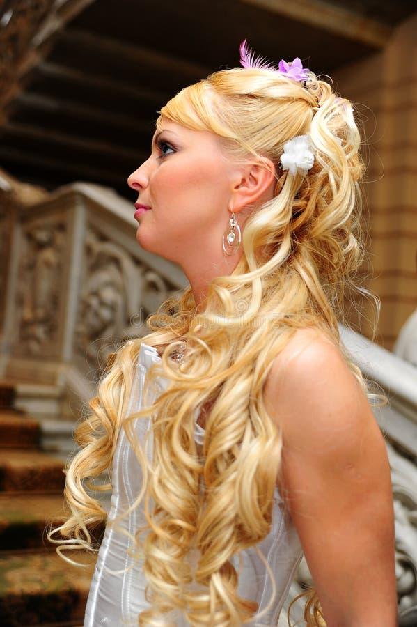 Louro encantador da noiva fotografia de stock royalty free