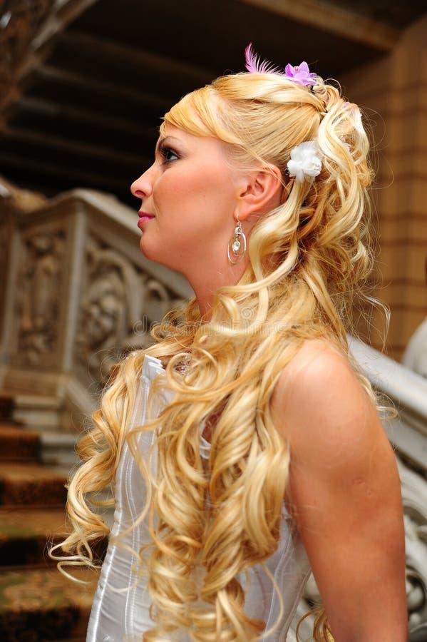 Louro encantador da noiva foto de stock royalty free