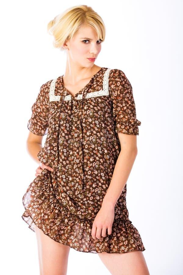 Louro no mini vestido imagens de stock royalty free