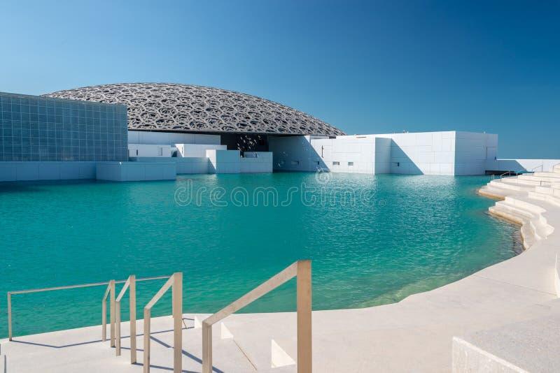 Louvre Abu Dhabi, Förenade Arabemiraten - det berömda museet av den franska arkitekten Jean Nouvel royaltyfri fotografi