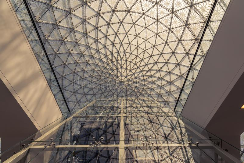 Louvre Abu Dhabi - Widzii ludzkości w nowym świetle obrazy royalty free