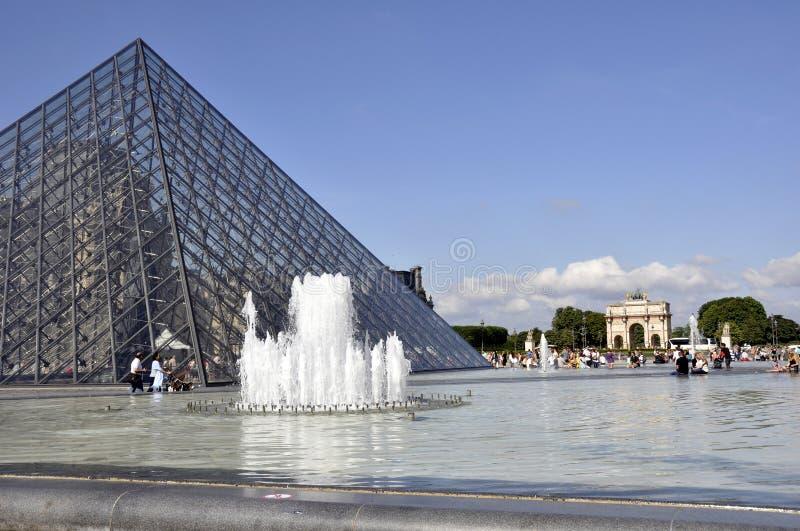 Louvre della piramide - Parigi immagini stock libere da diritti