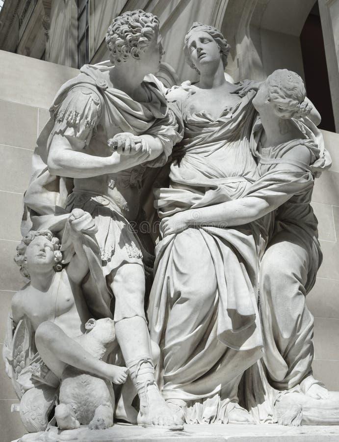 Louvre della statua, Parigi immagini stock