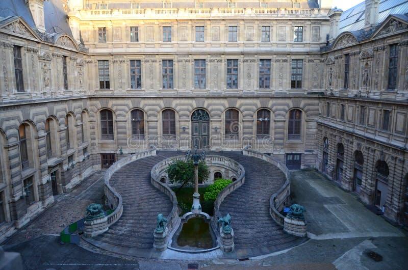 Louvre innerhalb des Palastes Paris stockbild