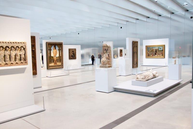 Louvre-Linsenausstellung lizenzfreie stockfotos