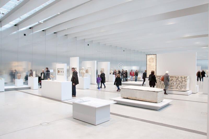 Louvre-Linsenausstellung lizenzfreie stockbilder