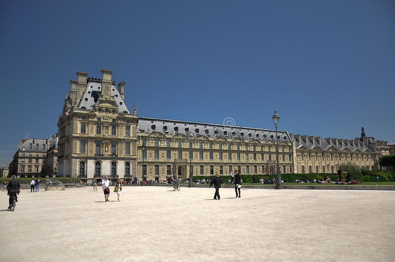 Download Louvre Museum In Jardin Des Tuileries Editorial Photo - Image: 15126441