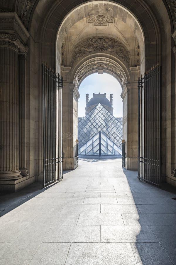 Louvre muzeum pusty droga przemian obrazy royalty free