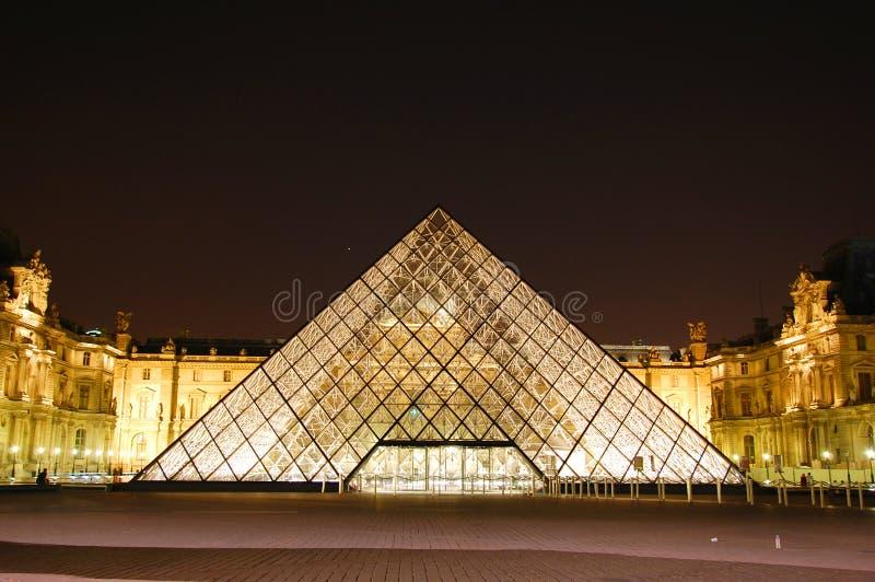 Louvre na noite fotografia de stock
