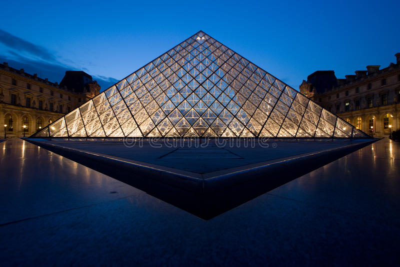 Louvre, Parijs, Frankrijk stock foto's