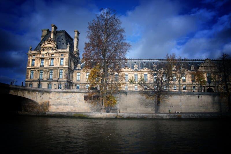 Louvre-Paris arkivbilder