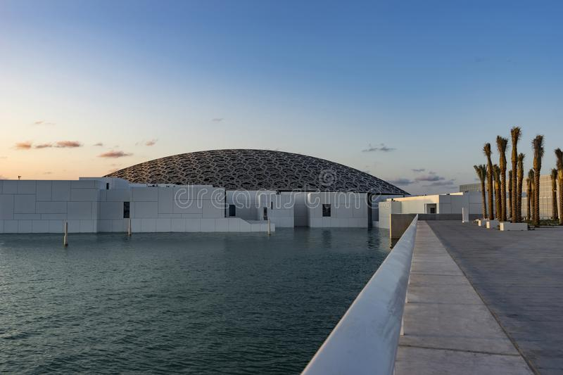 Louvre, Prachtige Afdrijvende Koepel, Abu Dhabi, Emiraten, Dec 2017 stock foto