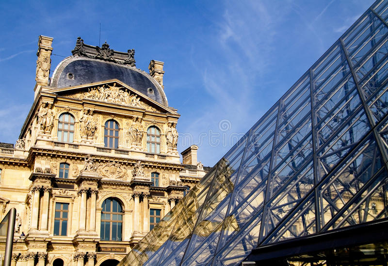 Download Louvre Pyramid Editorial Stock Photo - Image: 13851323