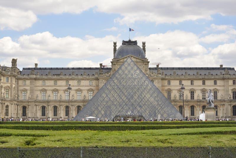 Louvre-Pyramide Paris, Frankreich lizenzfreies stockbild