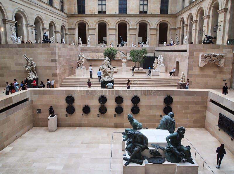 Louvre rzeźby Muzealna Wewnętrzna galeria, Paryż, Francja zdjęcia stock