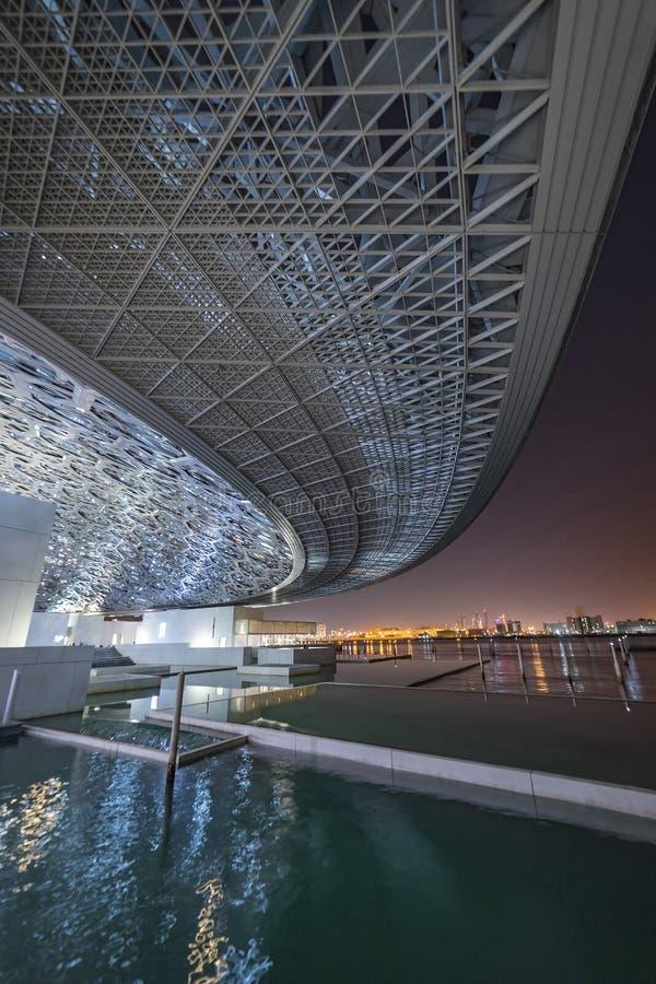 Louvre sikt till havet, Abu Dhabi, emirater, December 2017 royaltyfri fotografi