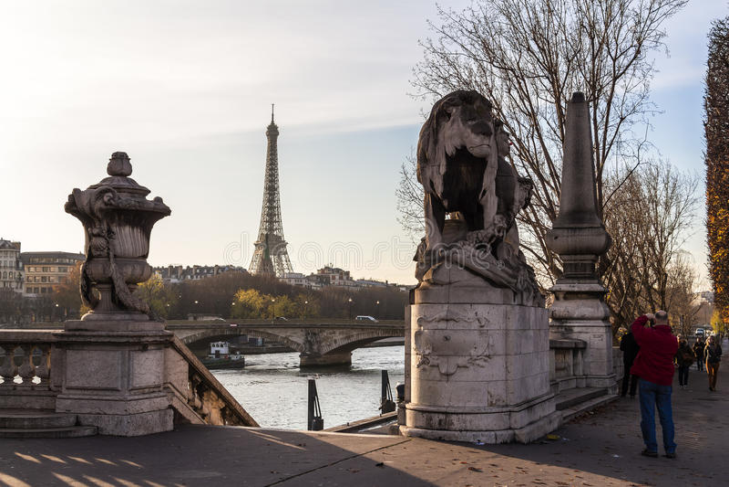 Louvrearkitekturbeståndsdelar, Paris arkivfoto