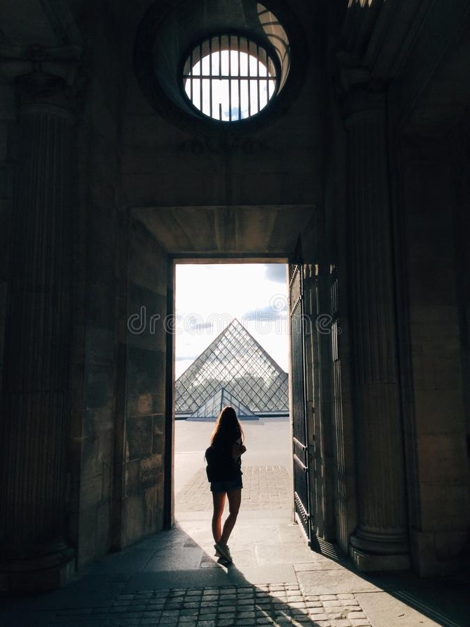 Louvrepiramide royalty-vrije stock afbeeldingen