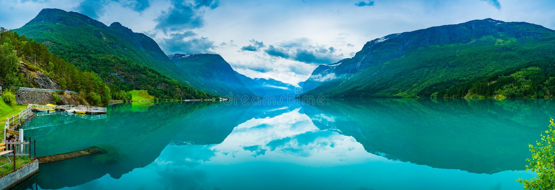 Lovatnet See schöne Natur Norwegen lizenzfreies stockfoto