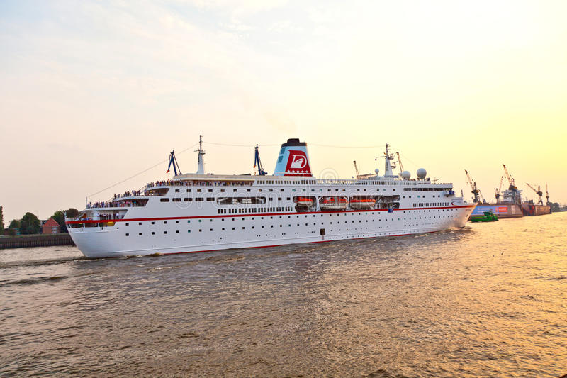 History of Cruising – From the Britannia to the Love Boat ...