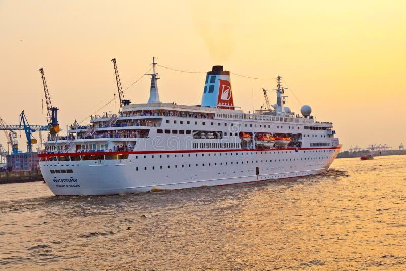 Loveboat 22.07.2017 Hamburg - YouTube