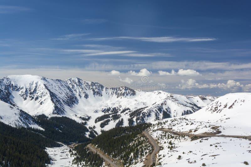 Loveland Pass e Arapahoe Basin Ski Area no Colorado Rockies imagem de stock